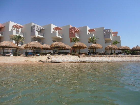 SUNRISE Grand Select Crystal Bay Resort: Vue du bloc où se trouvait notre chambre (suite-junior au rez-de-chaussée