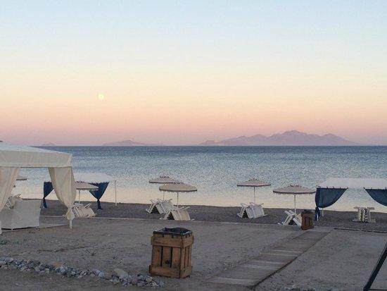Sacallis Inn Beach Hotel: Sunset at dinner