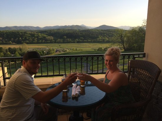 The Inn on Biltmore Estate: Our Honeymoon in May2014 (Library Lounge)