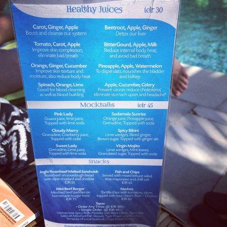 Sudamala Suites & Villas : Healthy juices round the pool