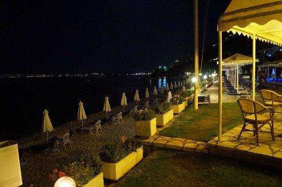 Sensimar Nissaki Beach by Atlantica: Terrasse de la piscine vue sur la plage