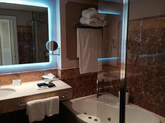 Lago Garden Hotel: Badezimmer 1105