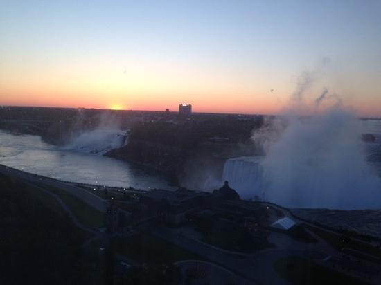 Niagara Falls Marriott Fallsview Hotel & Spa: Sunrise..breathtaking views!
