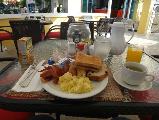 Ocean Two Resort & Residences: Breakfast