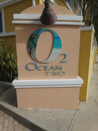 Ocean Two Resort & Residences: Entrance to hotel