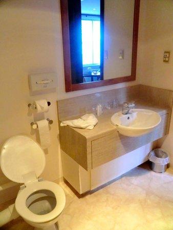 Chateau Tongariro Hotel: Salle de bain