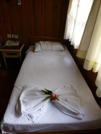Nova Beach: Nette Überraschung: Hübsch gefaltete Decken mit Blumen von der Zimmerfee am 2. Tag