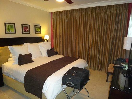 Ocean Two Resort & Residences: Bedroom