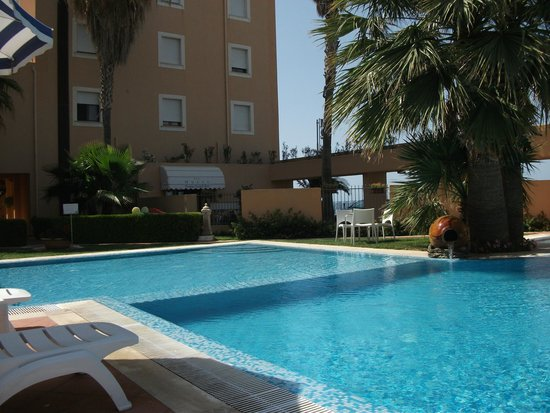 Hotel Punta Nord-Est: Piscina