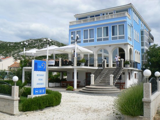 Villa Mediterana: Villa Frontage