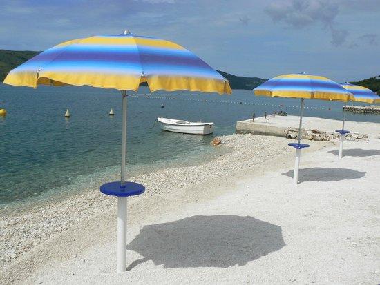 Villa Mediterana: Beach a few steps away