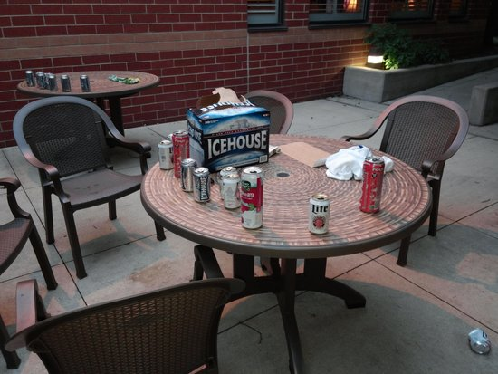 Country Inn & Suites By Carlson, Naperville: trashed patio i had my morning coffee oon