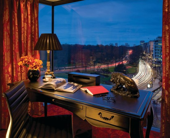 Four Seasons Hotel London at Park Lane: Suite View