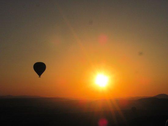 Guven Cave Hotel: Sunrise/ Ballon tour