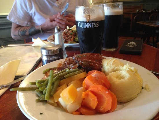 The Paragon Bar & Bistro: MY Pint and meal