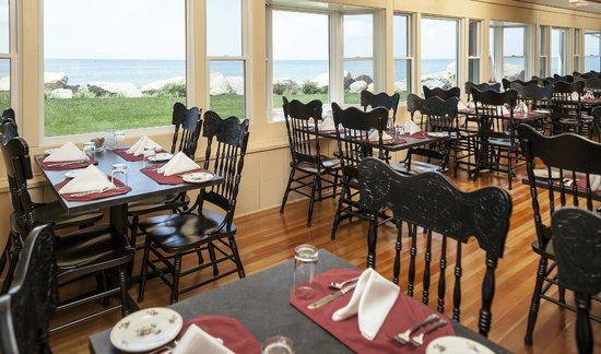 The Kitchen at Pleasant View Inn: Oceanfront dining