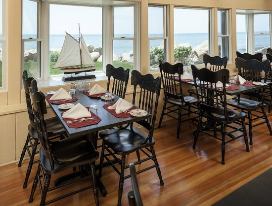The Kitchen at Pleasant View Inn: Seaside dining