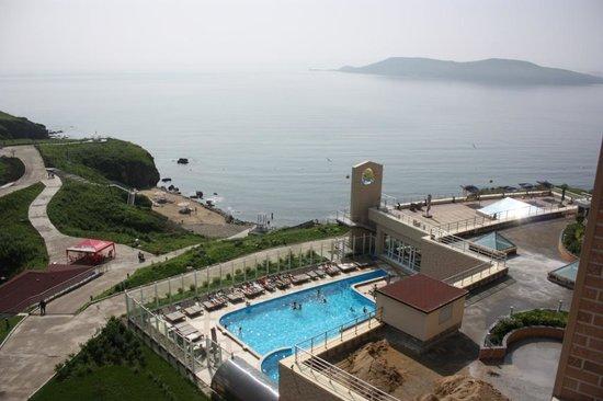 Teploye More Hotel: Вид с четвертого этажа, левое крыло гостинницы