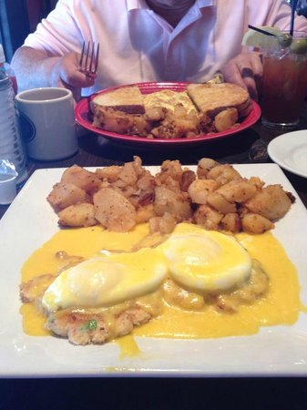Red's Kitchen & Tavern: Lobster cakes eggs benedict and lobster omlette
