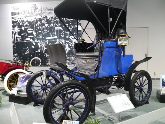 Toyota Commemorative Museum of Industry and Technology : 豐田產業技術紀念館-汽車館裡的某輛車