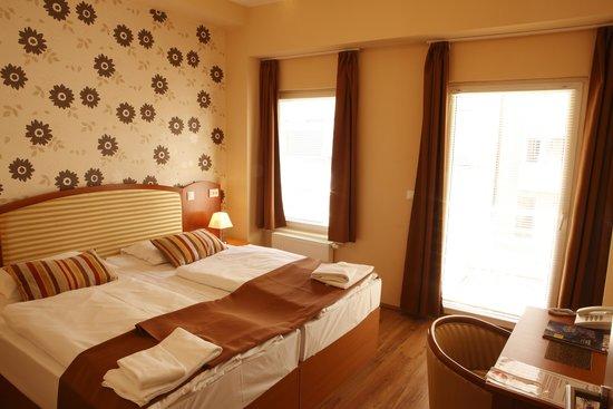 Six Inn Hotel Budapest: Deluxe Room