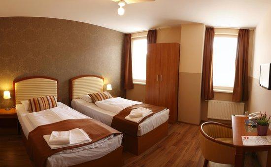 Six Inn Hotel Budapest: Twin Room