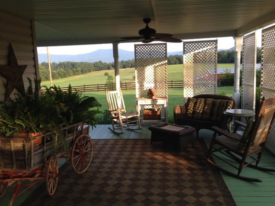 Piney Hill Bed & Breakfast: When I think B&B, this is what I see!