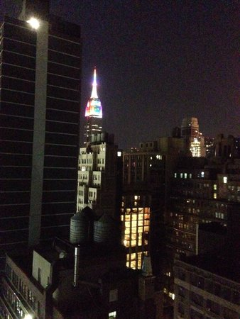 Four Points by Sheraton Midtown - Times Square: Night view from 2807