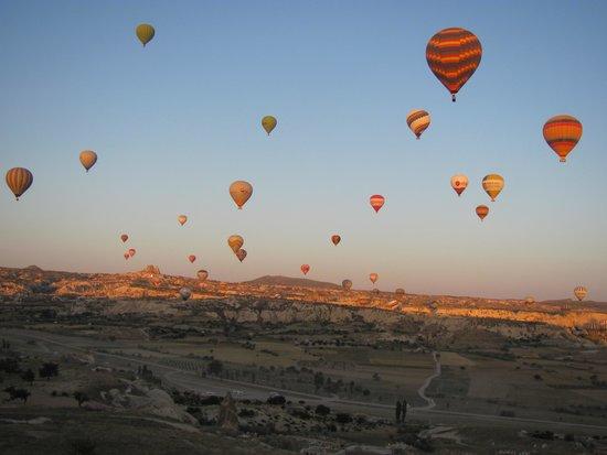 Guven Cave Hotel: Magic ballon tour