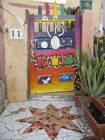 Volver Beach Hostel: front gate