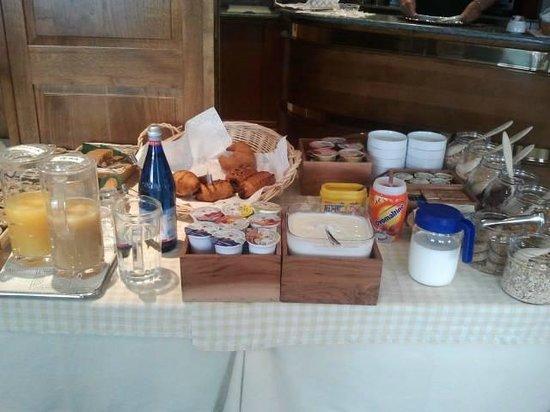 Hotel Le Clocher: Una parte del buffet della colazione