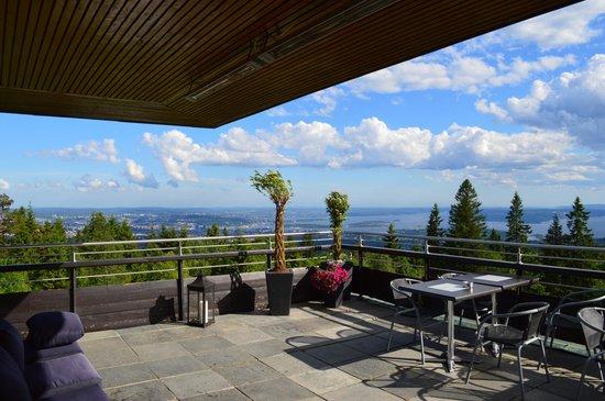 Voksenasen AS: терраса и вид на Осло