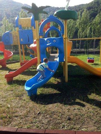 QafqaZ Riverside Resort Hotel : детская площадка