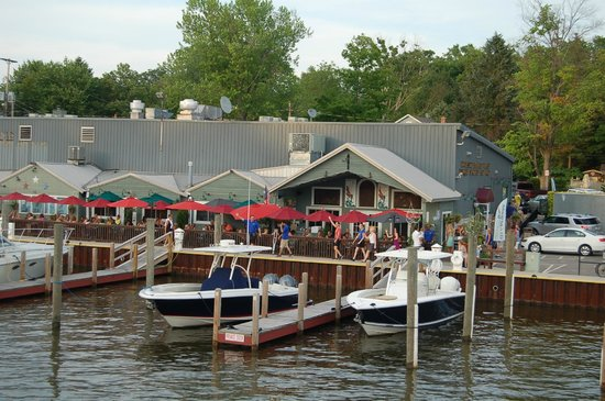 Mermaid Bar and Grill : Riverside view of The Mermaid.