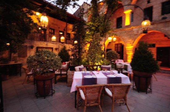 Muti Restaurant: Garden