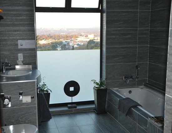 Over The Moon Guesthouse : Bathroom 4