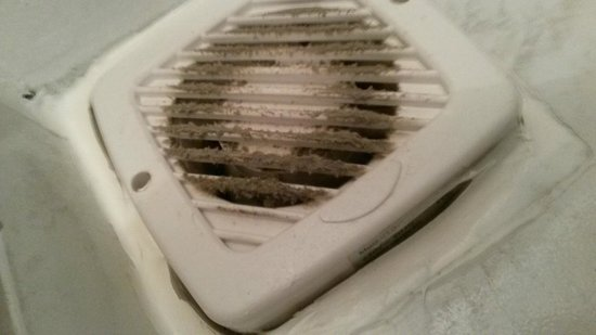 A-partment: Лохматая от пыли вентиляция в ванной