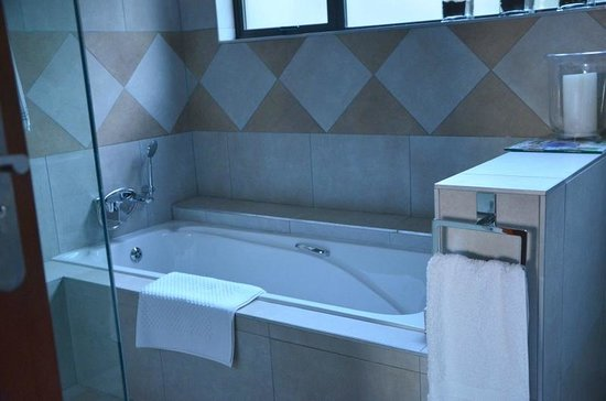 Over The Moon Guesthouse : Bathroom 5