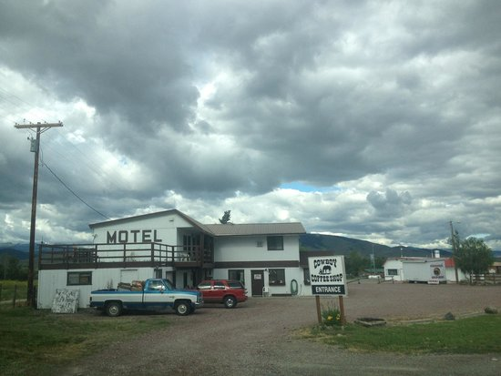 St. Ignatius Sunset Motel : Nice place to stay on your way to Northern Montana. Room was clean & spacious. We slept well and