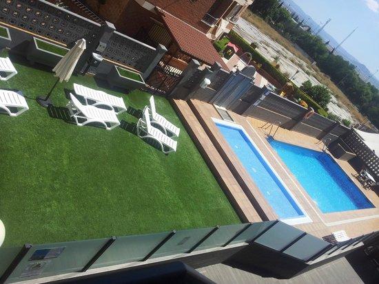 Sercotel Gran Hotel Luna de Granada : Piscina exterior con solárium