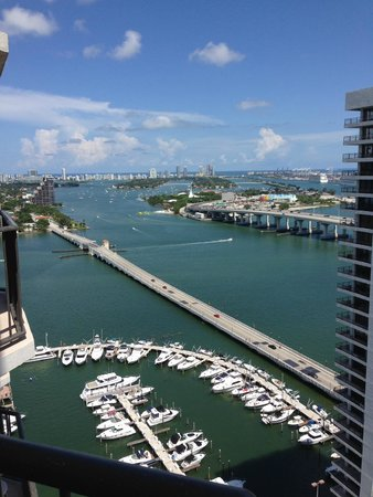 Miami Marriott Biscayne Bay: View from our 30th floor balcony