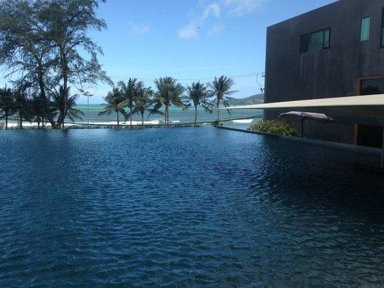 B-Lay Tong Phuket: Just add Cocktails...