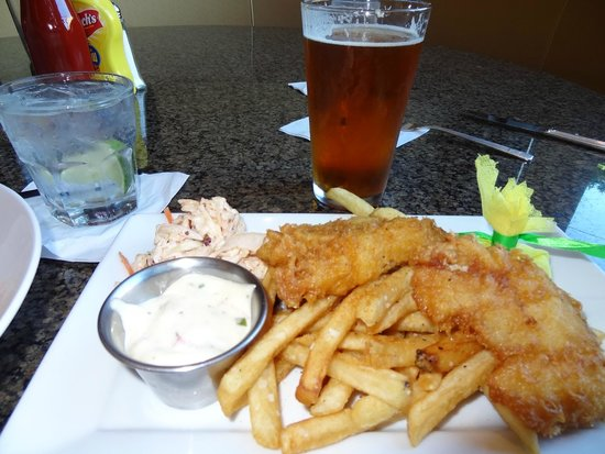 Hilton Alexandria Mark Center: Fish & chips and beer!