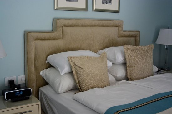Bay Club Haifa Hotel - an Atlas Boutique Hotel: Blankets and Pillows and Duvets, Oh My!