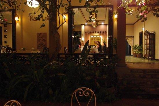 Nam Long: Blick von außen in den Speiseraum