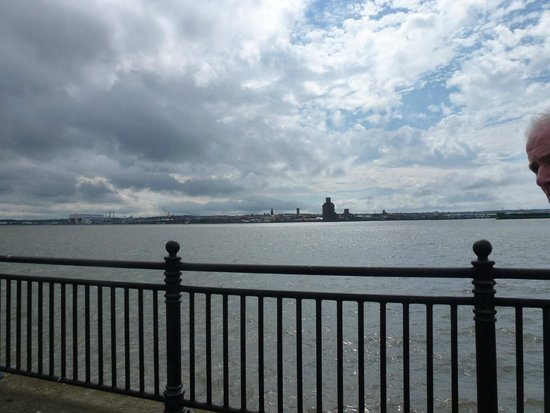 Albert Dock : The mersey