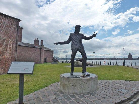 Albert Dock : Billy Fury by the mersey