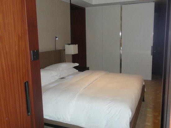 InterContinental Dubai Festival City: master bedroom