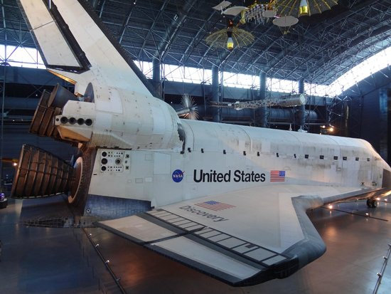 Smithsonian National Air and Space Museum Steven F. Udvar-Hazy Center : Space Shuttle Discovery