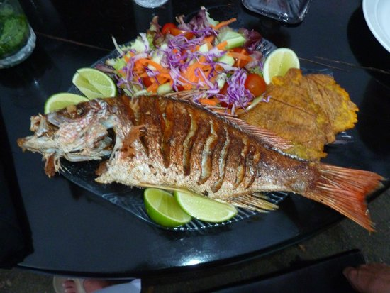 Father Rooster Beachfront Bar & Grill: Catch of the day...whole snapper